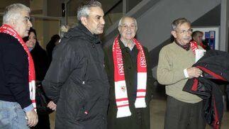 Los ex consejeros Miguel Villaplana, Manuel Fernando y Antonio Lappi, también se unieron a la expedición sevillista.   Foto: Antonio Pizarro