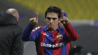 Mark González celebra su gol.   Foto: Antonio Pizarro