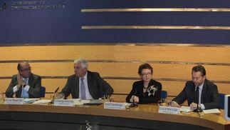 Juan Reguera, Santiago Herrero, Carmen Martínez Aguayo y José Joly, en el acto de entrega de premios.  Foto: M. GOMEZ/ VICTORIA HIDALGO