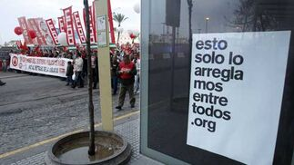 Miles de personas se manifiestan contra los planes del Gobierno de retrasar la edad de jubilación obligatoria hasta los 67  Foto: Jose Braza