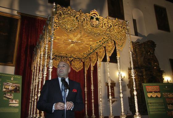 El bordador en la presentación de la obra.  Foto: Belen Vargas