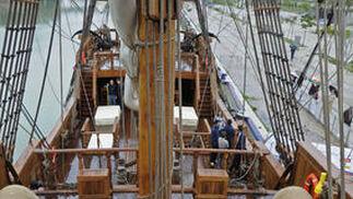 El timón del Galeón Andalucía en una imagen de la cubierta del barco.  Foto: Juan Carlos Vázquez