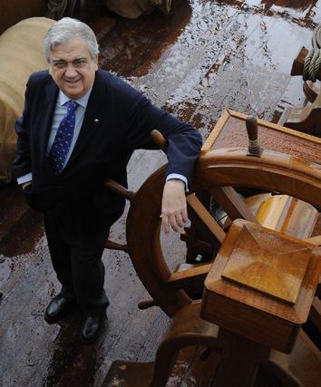 Juan Salas, presidente de la Fundación Nao Victoria, en el Galeón Andalucía.  Foto: Juan Carlos Vázquez
