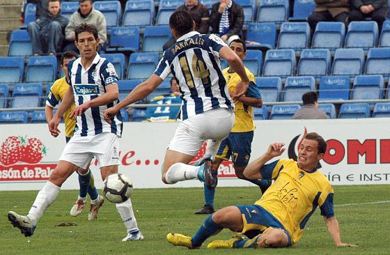 Los amarillos pierden un encuentro en el que desaprovecharon un penalti · El Recreativo se alza con la victoria en los minutos de descuento  Foto: Espinola