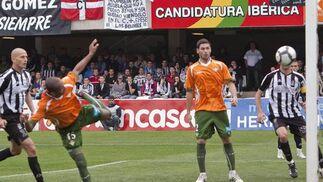 El Betis se acerca a la zona de ascenso tras ganar a domicilio al tercer clasificado, el Cartagena. / LOF
