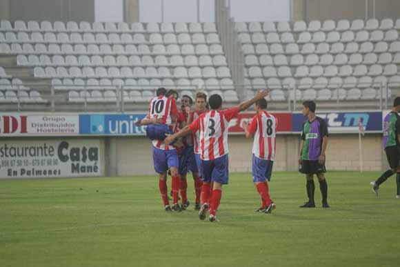 El Algeciras, gracias a una magnífica primera mitad, derrota por 4-2 en su debut en el Nuevo Mirador al filial del Málaga  Foto: J. M. Q.