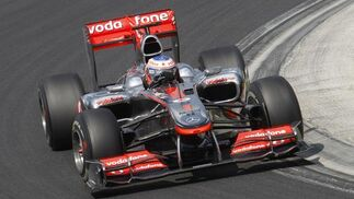 Fernando Alonso acaba segundo por detrás de Webber en el Gran Premio de Hungría. / Reuters