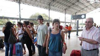 Muchos pasajeros se vieron afectados por los retrasos.  Foto: Juan Carlos Toro