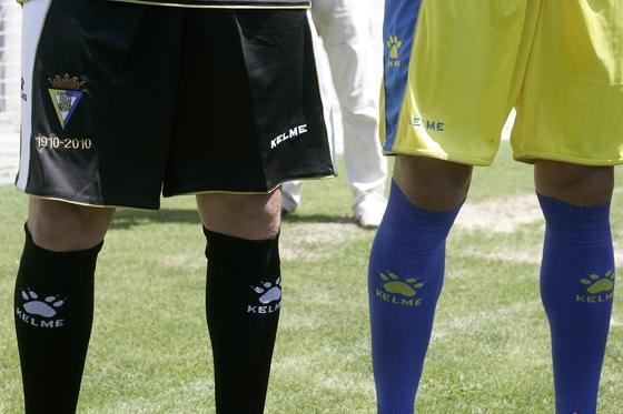Un detalle de los pantalones de la tercera y la primera equipación.   Foto: Jesus Marin