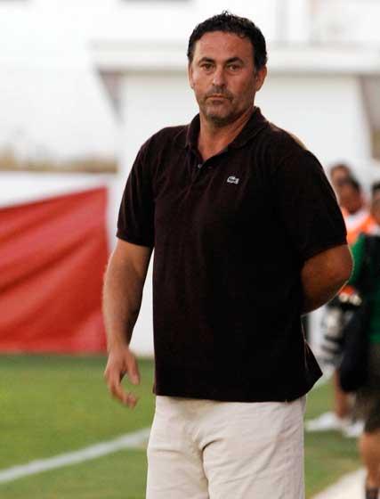 """El técnico local Alfonso Cortijo destacó: """"Hemos trabajado muy bien la presión y el plano defensivo, pero hay que ir limando muchas cosas, especialmente la salida del balón"""".  Foto: Ramon Aguilar"""