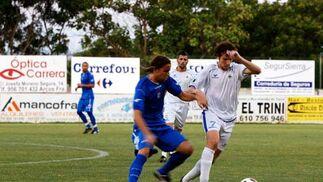 Cordero disputó los primeros cuarenta y cinco minutos del amistoso en Arcos y formó pareja en la zona ancha con el jerezano Bruno Herrero.  Foto: Ramon Aguilar