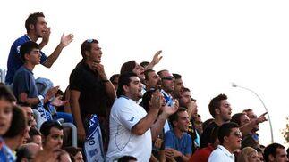 Los jóvenes del Kolectivo Sur no dejaron de apoyar al equipo en ningún momento y animaron bastante el encuentro.  Foto: Ramon Aguilar