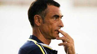 Javi López, técnico del Xerez, antes de hacer una valoración del encuentro, mostró su preocupación con la lesión de José Mari  Foto: Ramon Aguilar
