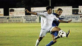 El estado del terreno de juego, con mucha arena, impidió a los dos equipos mostrar su mejor versión  Foto: Ramon Aguilar