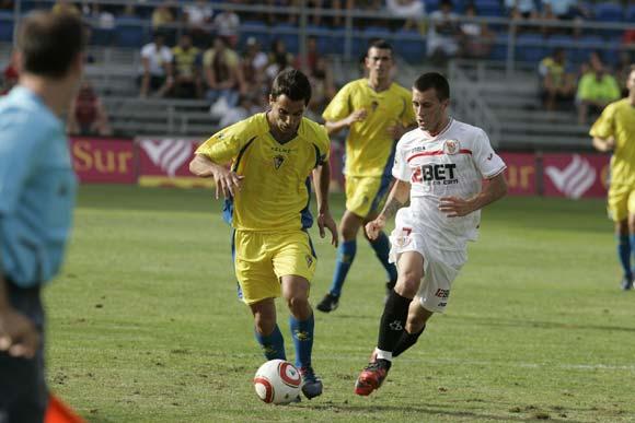 El Cádiz pierde la Consolación contra el Sevilla en un partido reñido  Foto: Jesus Marin