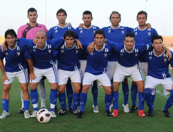 El equipo local posando ante los medios gráficos  Foto: Elias Pimentel