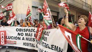 49 trabajadoras del antiguo Hospital de San Juan de Dios exigen una solución a su problema laboral  Foto: Almudena Torres