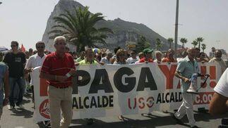 Este grupo de trabajadores municipales protestan por el impago de sus nóminas  Foto: J. M. Quinones