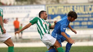 El equipo que entrena Neva, el Atlético Sanluquño, comenzó con fuerza el encuentro  Foto: Juan Carlos Toro