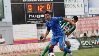 Mario Bermejo peleó con la zaga sanluqueña, pero no encontró el premio del gol en esta ocasión.  Foto: Juan Carlos Toro