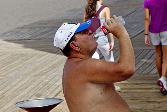 Cádiz sufre altas temperaturas con un calor muy sofocante  Foto: Lourdes de Vicente