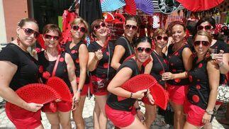 Tati, Rosa Mari, María José, Rosana, Elia, Patro, Marina, Inma y Merche celebran la despedida de soltera de Patricia (al centro).  Foto: PUNTO PRESS