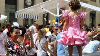 Los pequeños también se visten de volantes.  Foto: PUNTO PRESS