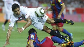 El Sevilla vence 3-1 al Barcelona en el partido de ida de la Supercopa de España.  Foto: Antonio Pizarro · Agencias