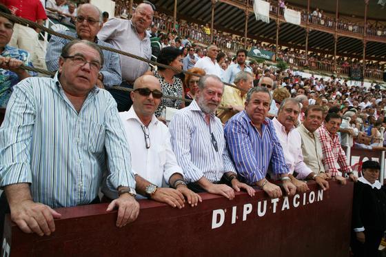 El presidente de la Diputación Pronvincial de Málaga Salvador Pendón, junto a Juan Fraile y otros miembros de Diputación.  Foto: Sergio Camacho