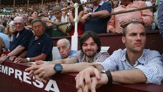 El vicepresidente del Málaga, Abdullah Ghubn, junto a algunos de sus acompañantes.  Foto: Sergio Camacho