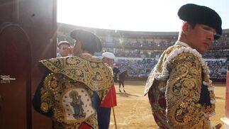Tarde de toros de la ganadería de Juan Pedro Domecq, en la imagen, Manzanares hijo en la salida al ruedo.  Foto: Sergio Camacho