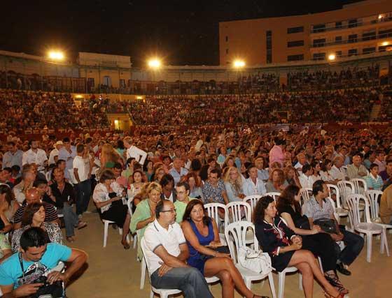 La plaza de toros se llenó para el reencuentro de Paco de Lucía con Jerez cuarenta años después  Foto: Miguel Angel Gonzalez