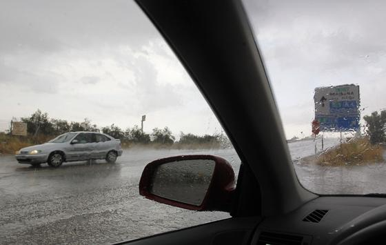 La lluvia sorprende a los sevillanos en la provincia.  Foto: Antonio Pizarro