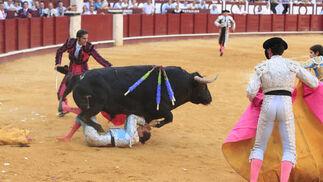 Cándido Ruíz, subalterno de Javier Conde, resultó herido grave por una cornada en la pierna.  Foto: Sergio Camacho