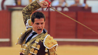 El Juli en la plaza de toros de La Malagueta apunto de acabar la faena.  Foto: Sergio Camacho
