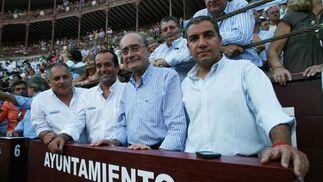 El alcalde de Málaga acompañado de otros miembros de la corporación municipal.  Foto: Sergio Camacho