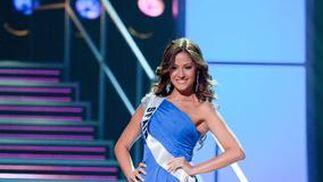 Adriana Reveron, Miss España, en traje de noche.  Foto: EFE