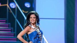 Miss Paraguay posa en traje de noche.  Foto: EFE