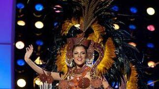 La candidata panameña a Miss Universo 2010, Anyoli Abrego, posa luciendo su traje nacional.  Foto: EFE