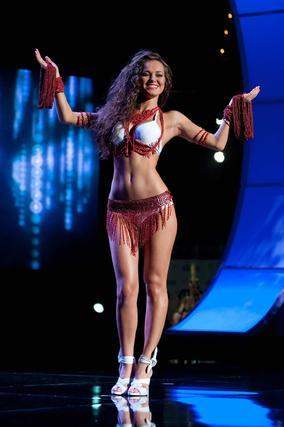 La candidata croata a Miss Universo 2010, Lana Obad, posa luciendo su traje nacional.  Foto: EFE