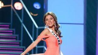 La candidata panameña posa en traje de noche.  Foto: EFE