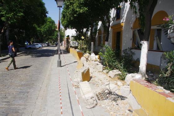 Ya han comenzado los trabajos de demolición del edificio.  Foto: Victoria Hidalgo