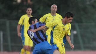Carlos Caballero puso el juego junto a Fran Cortés.   Foto: LOF