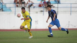 Enrique, siempre atento. El extremeño anotó el 1-5 definitivo tras una jugada de López Silva.   Foto: LOF