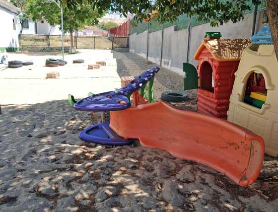 """Los padres de alumnos del colegio público Federico García Lorca han denunciado el estado de """"abandono"""" en el mantenimiento que sufren las instalaciones  Foto: Manuel Aranda"""