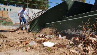 También se quejan de la falta de actuación policial ante los actos de vandalismo que vienen padeciendo.  Foto: Manuel Aranda