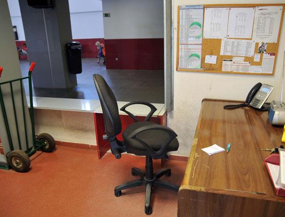 La oficina y el mobiliario de los empleados de la estación está también sucia y en mal estado  Foto: Manuel Aranda