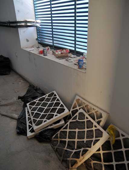 Las medidas de seguridad son escasas debido, en gran medida, al mal estado que presentan las instalaciones.   Foto: Manuel Aranda