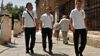 El nuevo fichaje Alexis, Capel y Jesús Navas.  Foto: Manuel Gómez