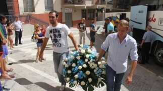 Ofrenda floral de los blanquiazules a la Divina Pastora.